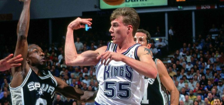 SACRAMENTO - 1999: Jason Williams #55 of the Sacramento Kings makes a pass against the San  Antonio Spurs during the NBA game circa 1999 in Sacramento, California. NOTE TO USER: User expressly acknowledges and agrees that, by downloading and or using this photograph, User is consenting to the terms and conditions of the Getty Images License Agreement.  Mandatory Copyright Notice: Copyright 1999 NBAE  (Photo by Rocky Widner/NBAE via Getty Images)