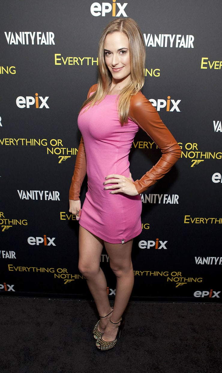 Images Eliza Coupe naked (68 photos), Cleavage