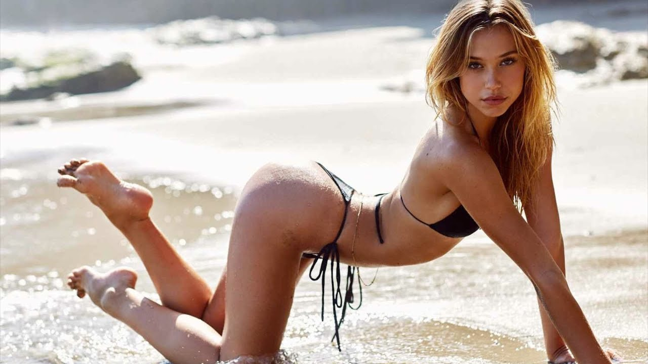 2b4a68082d873 Alexis Ren was named Rookie of the Year in the 2018 Sports Illustrated  Swimsuit edition. She s appeared on the cover of Maxim twice and just  finished fourth ...